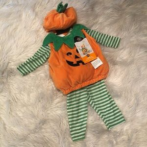 Infant plush pumpkin pullover costume (G)